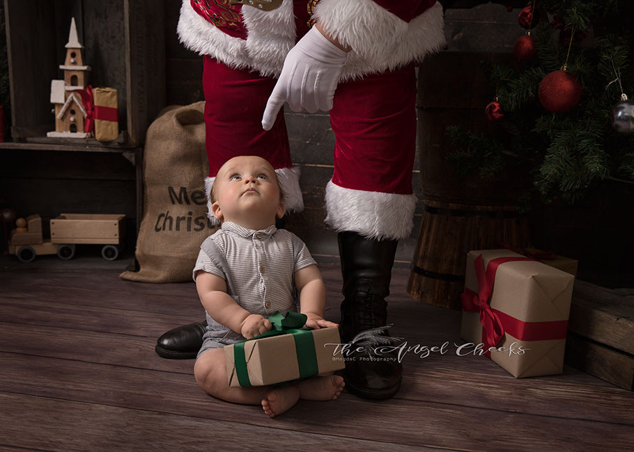 Baby Photographer High Wycombe Bucks Sitter and Father Christmas sessions