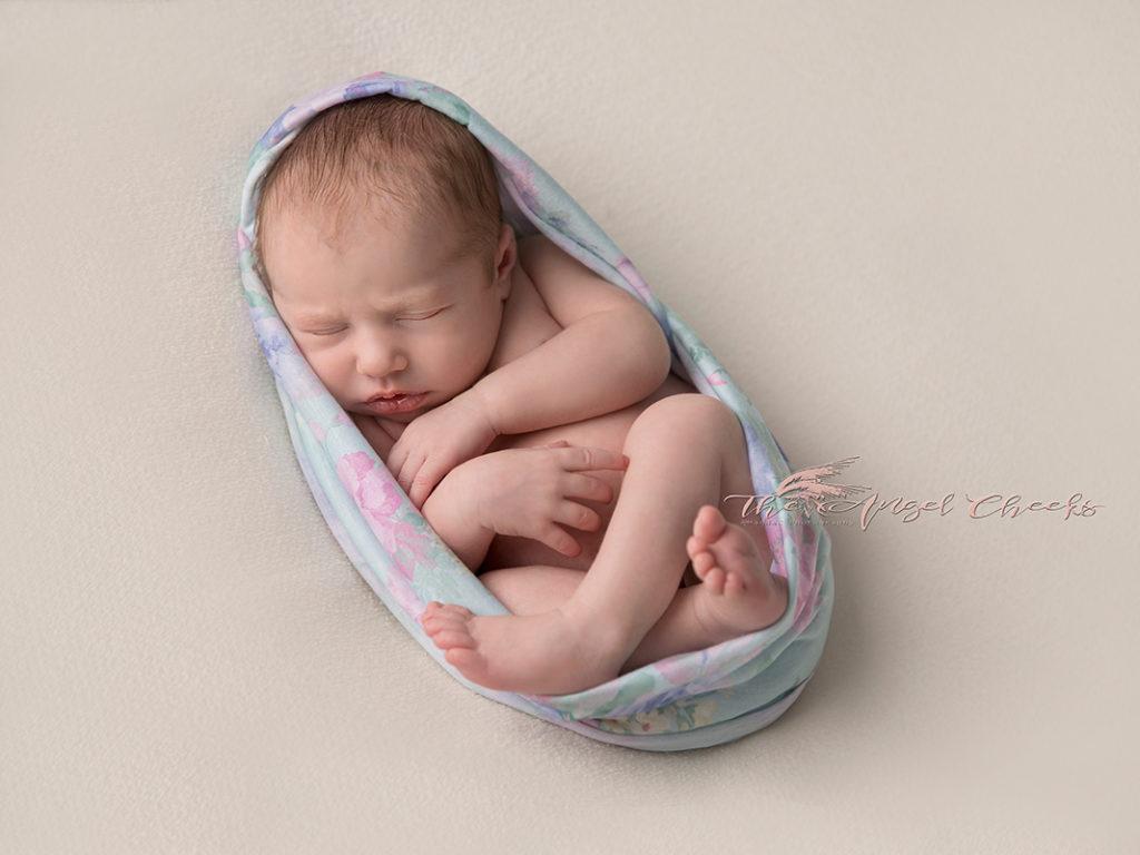 newborn baby photo session High Wycombe The angel Cheeks