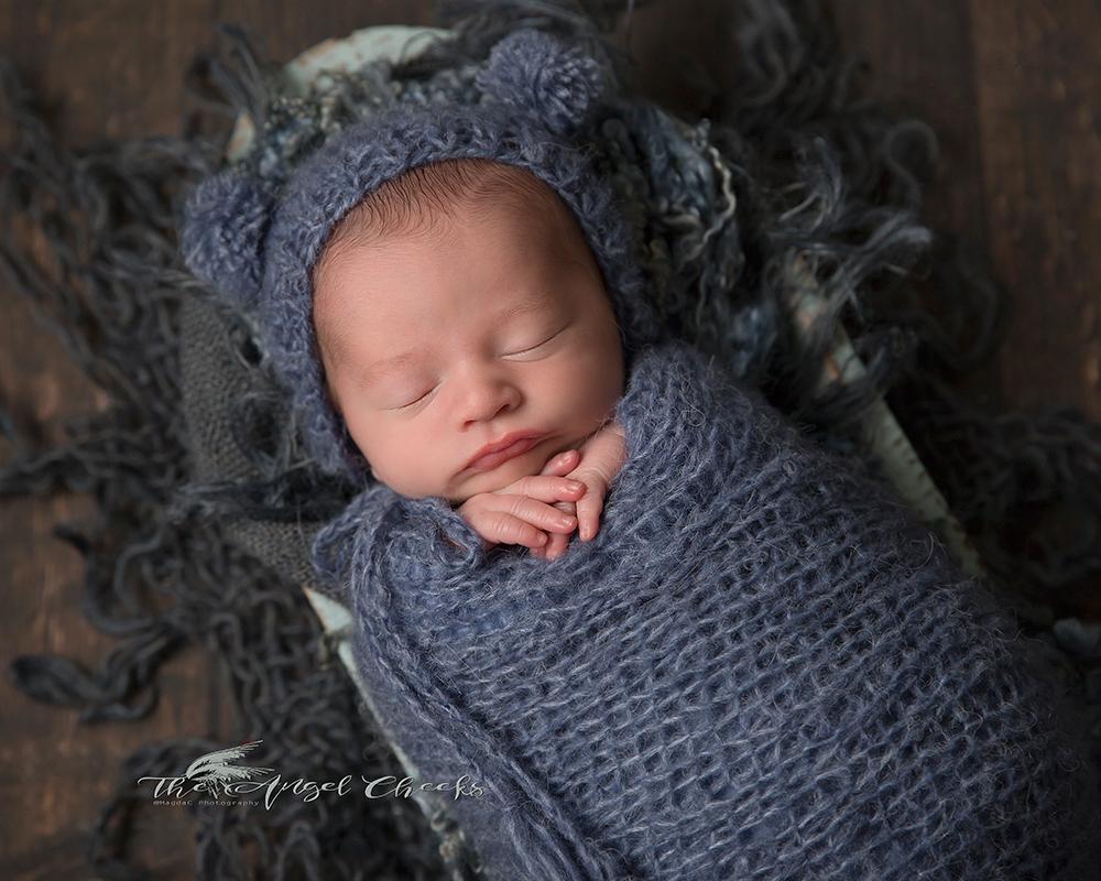 newborn baby blue photo session High Wycombe The angel Cheeks
