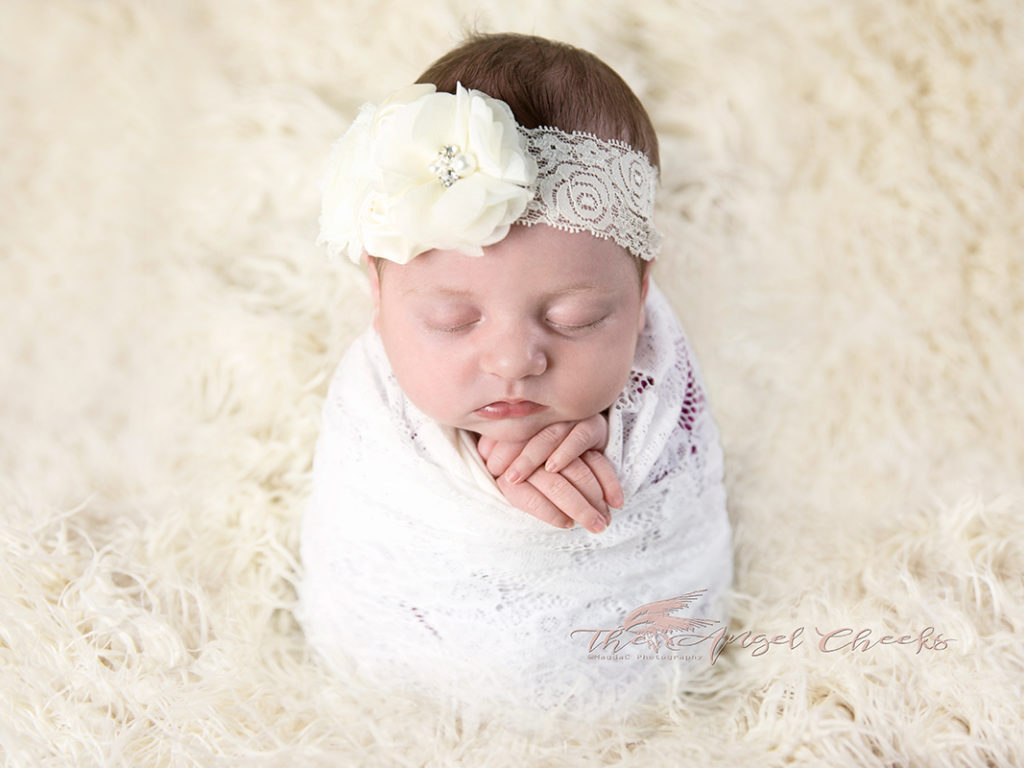 standing pose newborn baby girl photo session High Wycombe The angel Cheeks