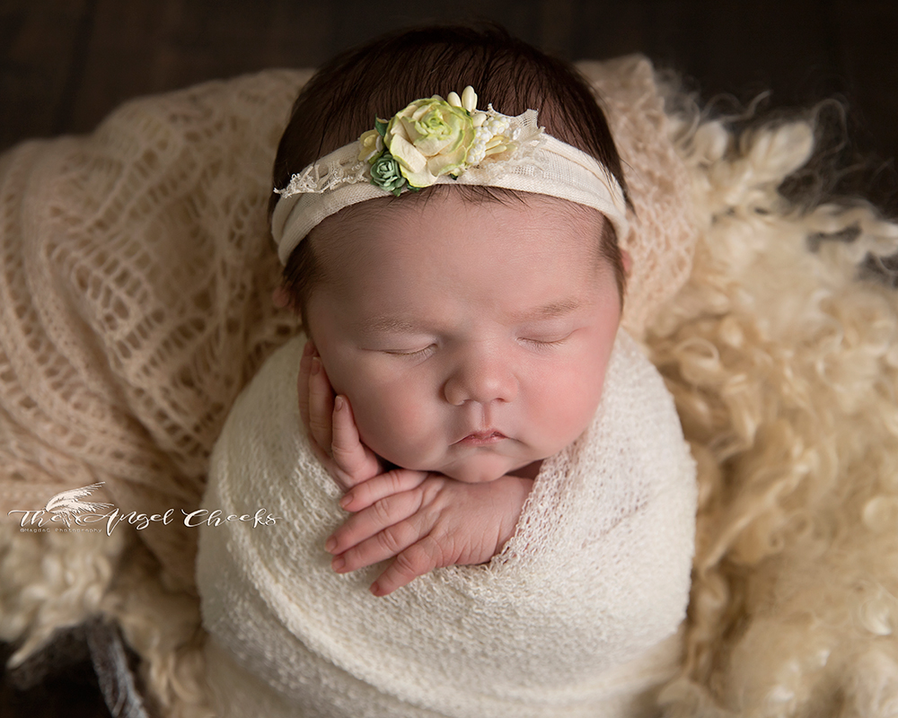 standing pose newborn baby photo session High Wycombe The angel Cheeks
