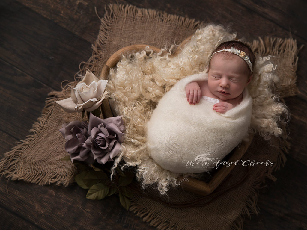 professional newborn photographer baby photo session High Wycombe The angel Cheeks